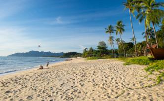 Strand in Höhe des Frangipani Ressorts auf Langkawi